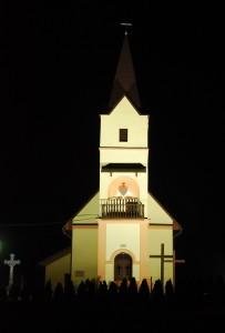 Polomsky kostol pocas noci